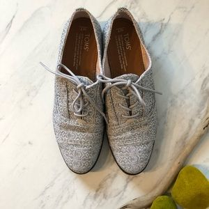 NWOT-TOMS- Gray/ White Lace-Up Loafers -Size 7